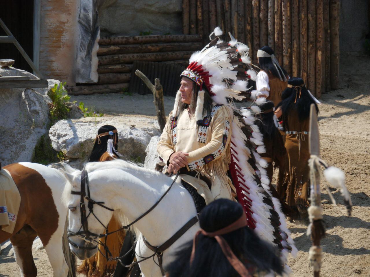 Вигвамы и лошади, перья и револьверы: на фестивале Карла Мая царит атмосфера легендарного Дикого Запада / Julius Beckmann