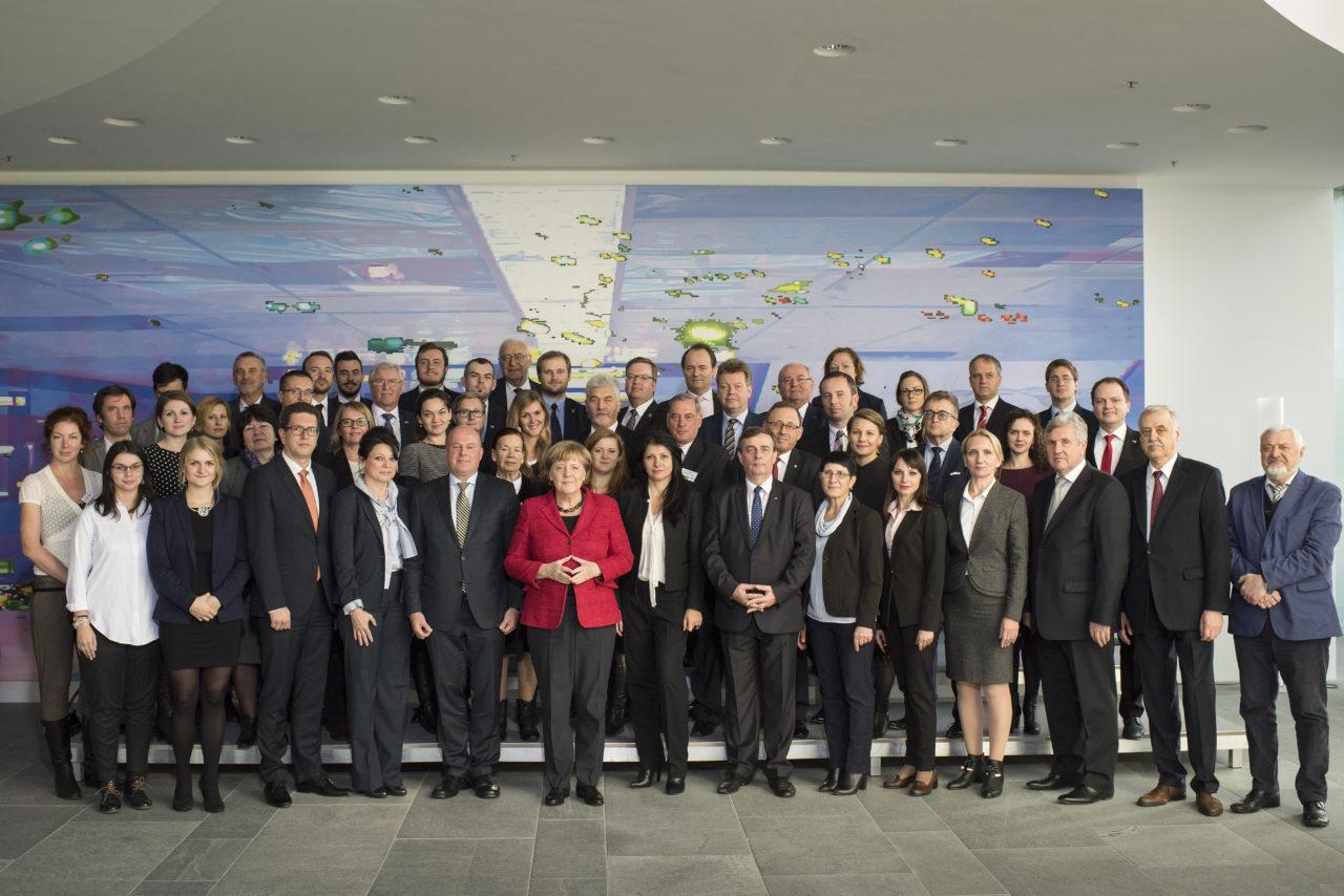 Канцлер ФРГ Ангела Меркель на встрече с представителями Рабочей группы немецких меньшинств Европы (AGDM) в Берлине / Bundesregierung, Guido Bergmann