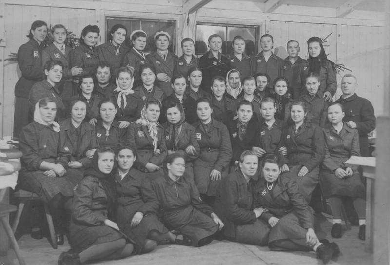 Работницы фабрики. Вупперталь, 1943 год / Из архива «Мемориала»
