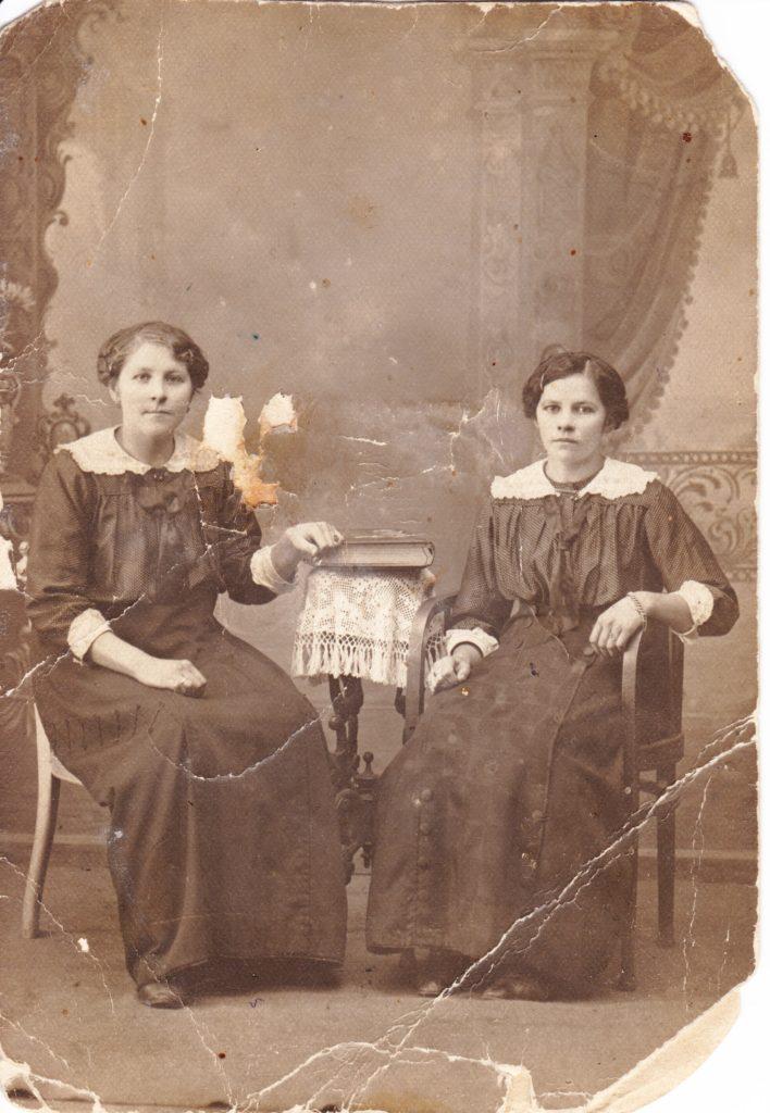 Слева: Анна Петровна Фрицлер (в девичестве Бич) / из личного архива